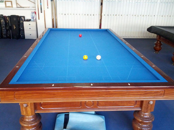Anstoss beim Carambole Billard