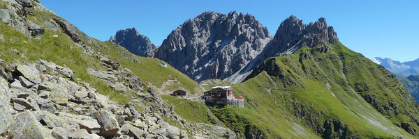 Innsbrucker Hütte mit Kalkwand