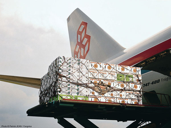 Hoping for full loads in Zhengzhou – Boeing 747-400 freighter owned and operated by Cargolux  /  source: CV