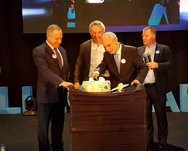 Cake cutting: (l to r) Eric Gysen, Cargo Sales Manager LGG  /  Luc Partoune, CEO LGG  /  Offer Gilboa, CAL  /  Steve Verhasselt, VP Commercial LGG