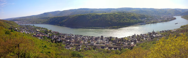 Blick vom Rheinsteig auf Kamp-Bornhofen