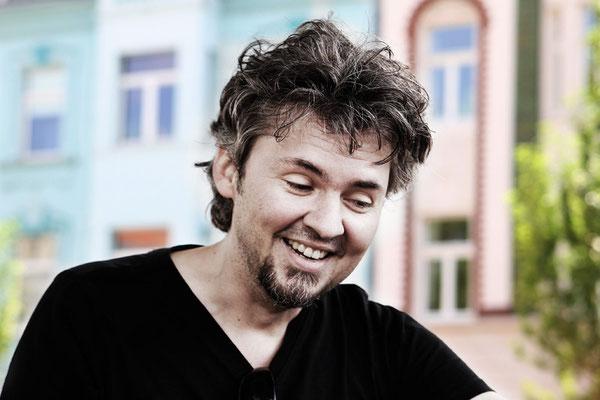 """""""Man hat immer mehrere Standbeine"""" - Musiker Florian erkennt in der Ungewissheit für sich auch Vorteile. Fotos: Marlene Mondorf"""