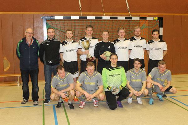 obere Reihe von links: 1. Vorsitzender Benno Gerbrand und das Siegerteam der I. Herren - untere Reihe: das zweitplatzierte Team der I. Herren