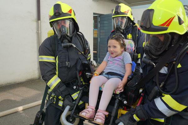 Die tapfere Sophie wurde vom Atemschutztrupp in Sicherheit gebracht