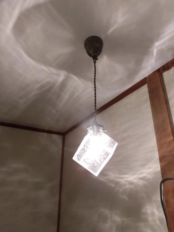 偶然というか必然か! 実はこの照明リブ&グロウでも取り扱い始めたものだったのです!