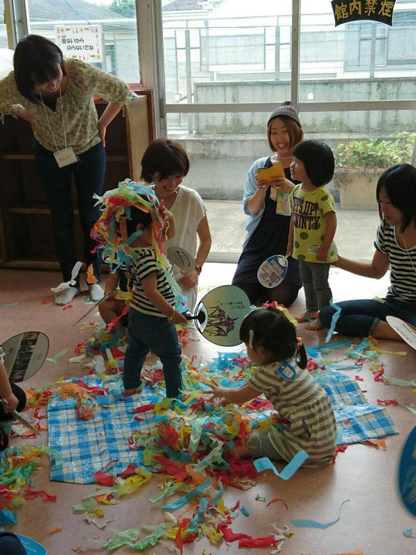 6月の五感イベント「花紙遊び」