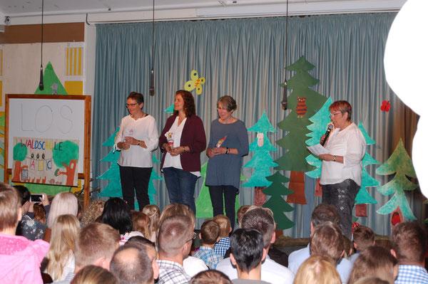 Die drei Klassenlehrerinnen und Frau Hanschen