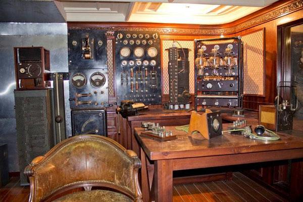 Ricostruzione con reperti originali della Cabina della nave Elettra situata nel Museo delle Poste in Roma