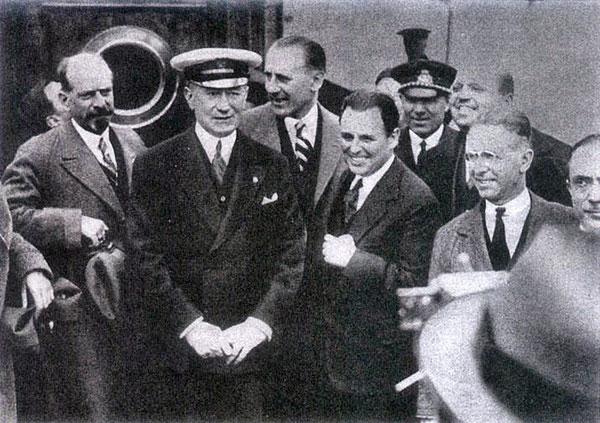 Marconi in un gruppo di Giornalisti a bordo dell'Elettra