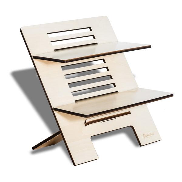Ein Stehschreibtisch Standsome aus Holz mit zwei Ebenen in zwei größen freigestellt