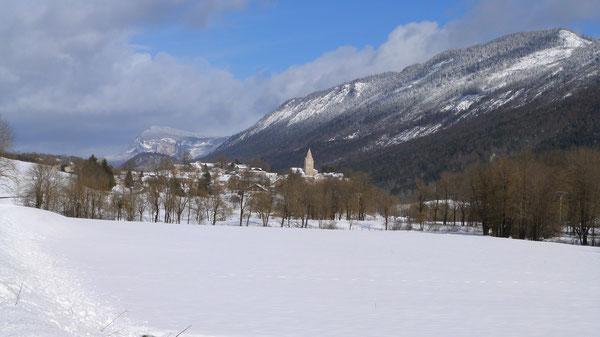 Saint Agnan en hiver, dans son environnement de neige
