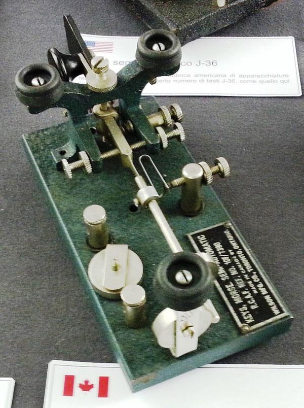 Tasto semiautomatico SA-100, utilizzato anche durante le trasmissioni con la IIØCW