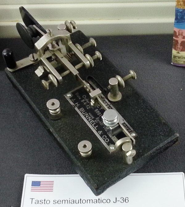 Tasto semiautomatico J-36 di produzione Bunnell
