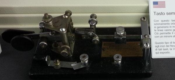 Tasto semiautomatico prodotto dalla Vibroplex, modello Lightning J-36