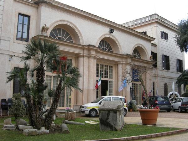 Villa Adele ad Anzio: l'ingresso del Museo dello Sbarco e del Museo Archeologico