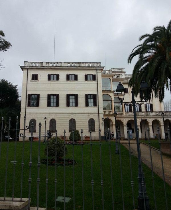 Un'altra veduta di Villa Adele. Sul terrazzo si notano le nostre antenne