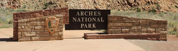Foto: Einfahrt zum Arches NP: