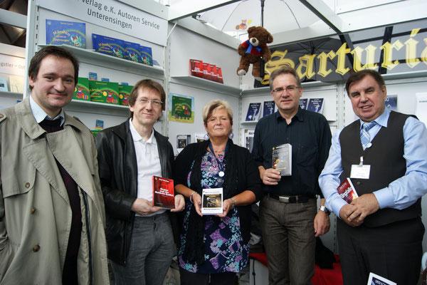 v.r.n.l. Dieter König (Verleger), Andreas Groß, Renate Zawrel, Paul Sanker --- ganz links J.Buchterkirchen aus dem Rollenspielforum