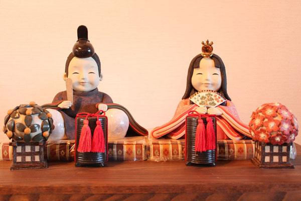 桃の節句用の陶人形の座り雛