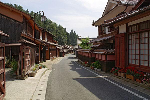 吹屋の町並(ベンガラの町、岡山県)