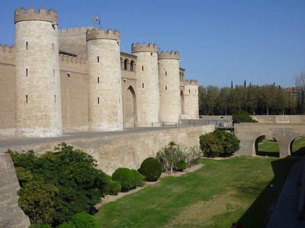 Panorámica del palacio y foso