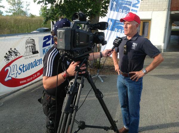 Bezirksvorsitzender Josef Stöckl bei der Reportage von Donau-TV