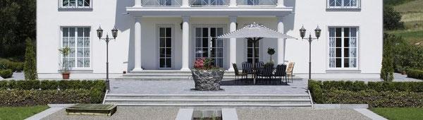 Säule aus Beton am Hauseingang