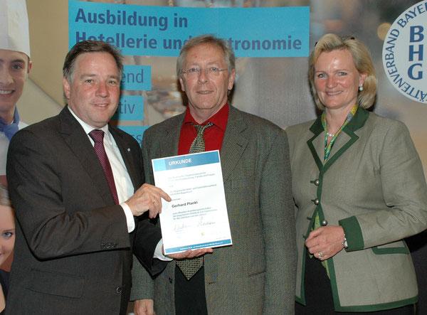 Staatliche Ernennungs-Urkunde. Herr Plankl ist von Staatsminister Sackmann offiziell zum Ausbildungsbotschafter ernannt worden. Der Köche-Club, Inn-Salzach gratuliert zu dieser Ernennung sehr herzlich.