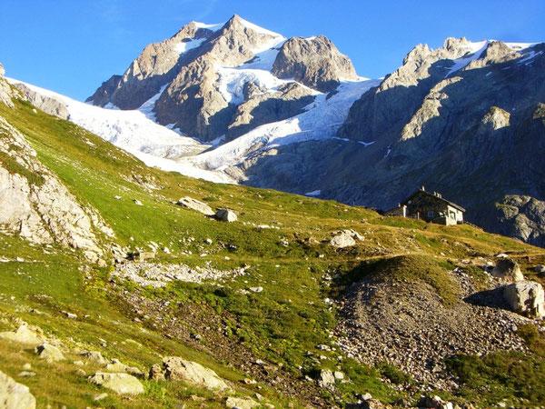 UTMB 2008 : refuge Soldini, glacier du Miage et Mont Blanc de Courmayeur - AU BOUT DES PIEDS