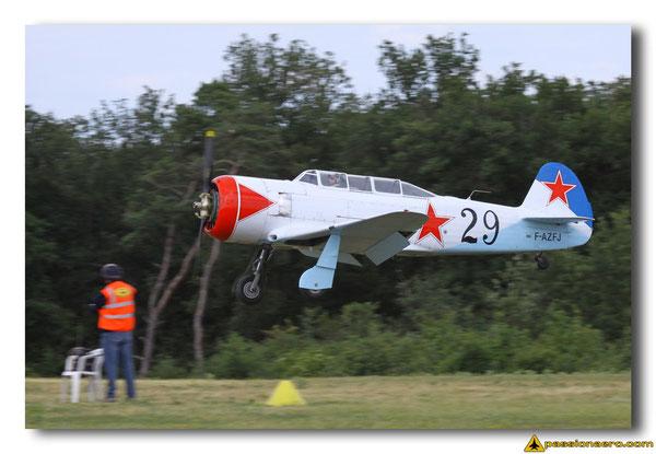 Jack Krine à l'atterrissage dans un Yak-11