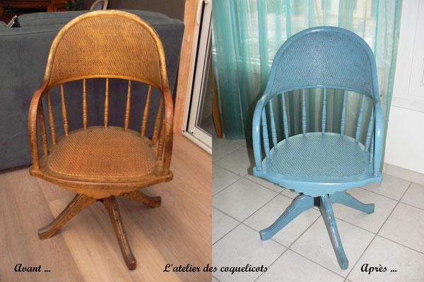 Ancien fauteuil en bleu gustavien et décoglacis wengé