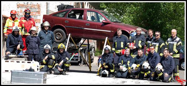 Gruppenfoto : Gastgeber Team TRT Thüringen , Gäste Team TRT Waldeck und das Team Technische Rettung Sinntal