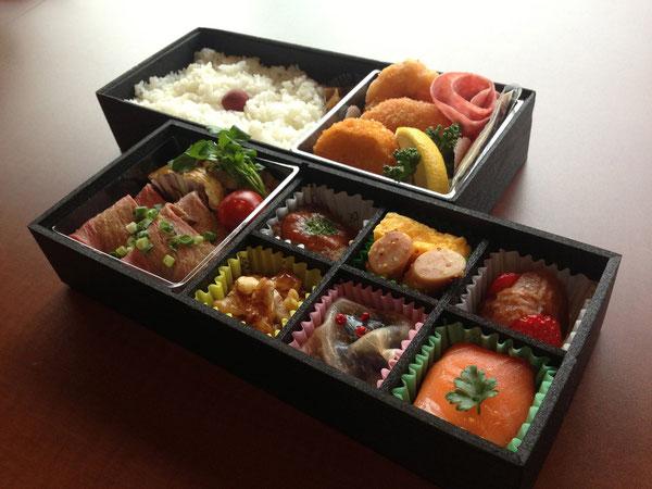 ¥2160 洋食中心の2段
