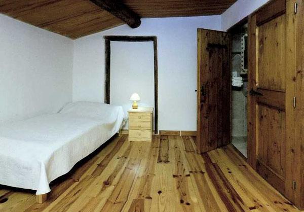 Daphnis offre un lit en 160 et un lit simple, avec WC séparé de la salle d'eau