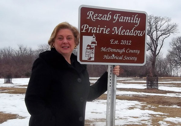 Linda Rezab Gibson accepting sign