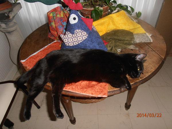 La Chatte couturière au repos!...
