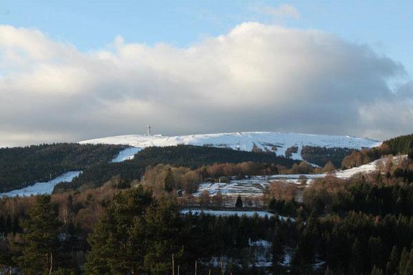 Vue sur Pierre sur Haute et les pistes de ski