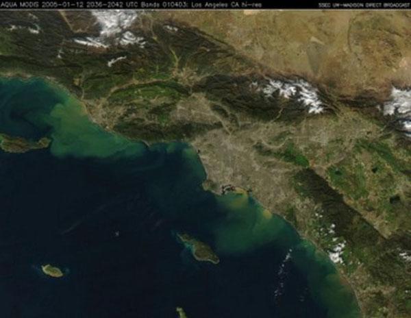 カリフォルニア沿岸の排水 Source: MODIS Aqua Satellite Image