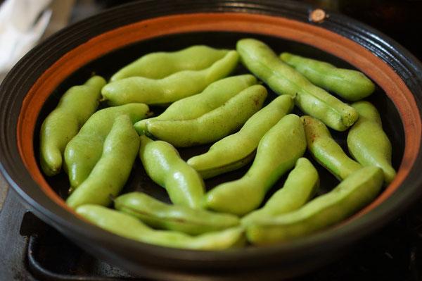仲本律子 R工房 女性陶芸家 ブログ 土鍋 焼く 蒸す そら豆 平土鍋