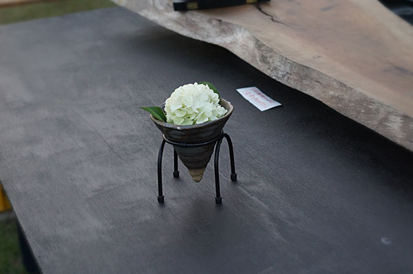 仲本律子 R工房 女性陶芸家 ブログ 陶炎祭 ひまつり 笠間の陶炎祭 炭化花器 鉄の足 オオデマリ
