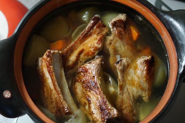 仲本律子ブログ 土鍋 耐熱鍋 スープ 煮込み料理 スペアリブ 骨付き肉 豚肉煮込み
