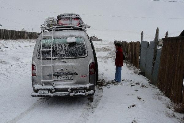 Le bus qui nous menera jusqu'a Oulanbator, sous la neige..