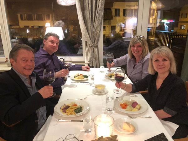 Team HoH, 6. März 2021, Esthy & Gisela feiern 10 Jahre Head over Heels