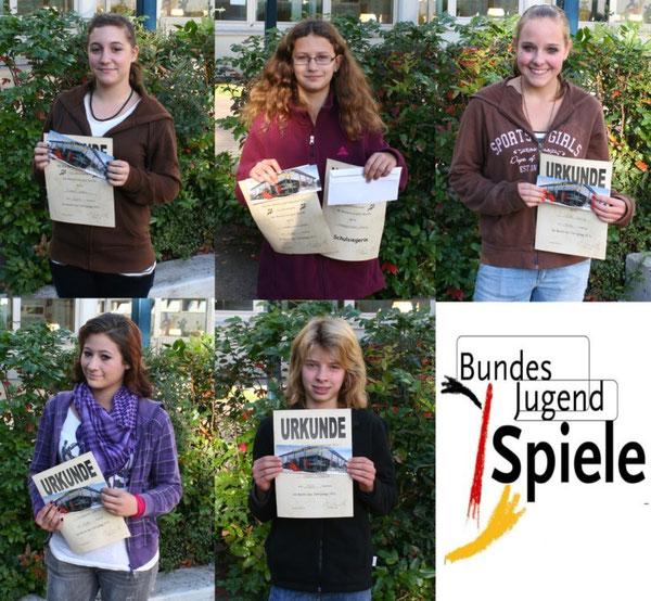 obere Reihe: Isabel Eckert, Anne Haegermann, Celine Flick - untere Reihe: Denise Schauder, Nadine Bonn
