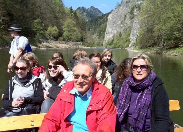 Floßfahrt auf dem Fluss Dunajca im Piepiny-Gebirge entlang der polnisch-slowakischen Grenze