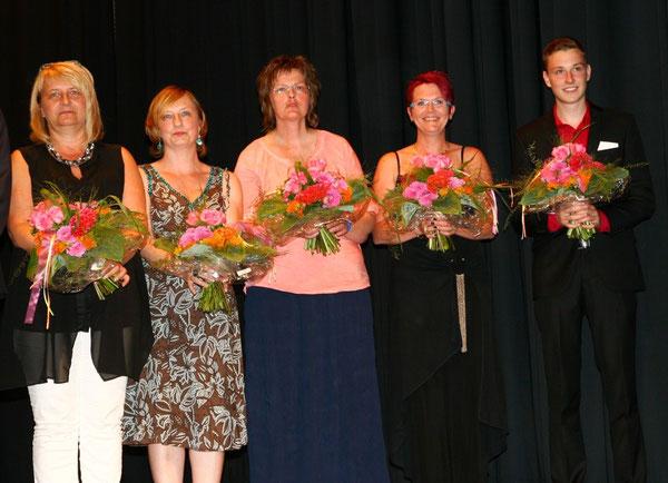 Frau Scherrer (Vorsitzende), Frau Werner, Frau Antoni, Frau Sen und Frau Fischer (stellvertretend nahm ihr Sohn Mirko den Blumenstrauß in Empfang)