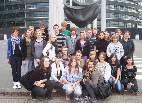 Gruppenfoto vor dem Europaparlament