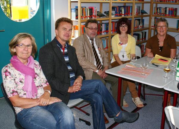 Organisatoren und Schulleitung: v.l.n.r.: Konrektorin Rita Ulm (RS plus), Tadeusz, Direktor Karlheinz König (IGS), Monika Kocol und Ursula Burgard