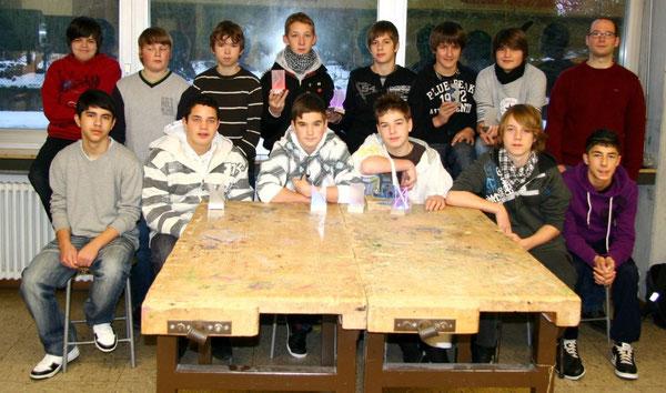Die Technikgruppe 8 zusammen mit ihrem Lehrer Herrn Geeck