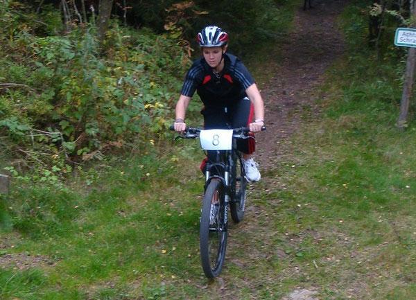 Alena auf dem Mountainbike